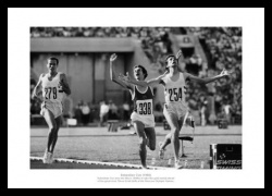 Athletics Memorabilia - Seb Coe Wins 1500m 1980 Moscow Olympics Photo