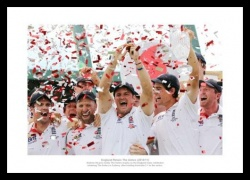 2011 Ashes Photo - England Team Celebrate with the Ashes