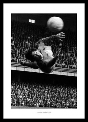 Gordon Banks England's Greatest Goalkeeper Photo Memorabilia