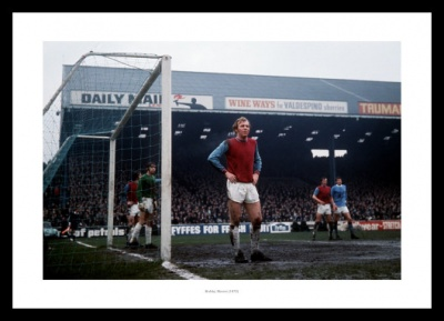 Bobby Moore West Ham Legend 1970 Photo Memorabilia