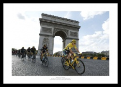 2016 Tour de France Chris Froome & Team Sky Photo Memorabilia