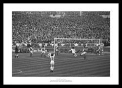 Leeds United 1972 FA Cup Final Alan Clarke Goal Photo Memorabilia