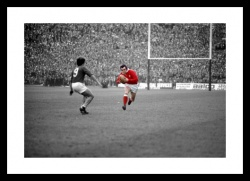 Phil Bennett Wales Rugby Legend 1976 Spot Colour Photo Memorabilia