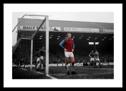 Bobby Moore West Ham Legend 1970 Spot Colour Photo Memorabilia