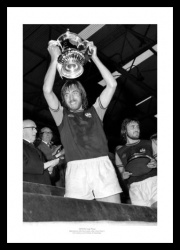 West Ham United 1975 FA Cup Final Billy Bonds Photo Memorabilia