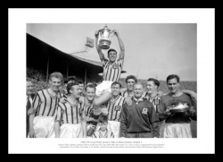 Aston Villa Memorabilia - 1957 FA Cup Final Team Photo