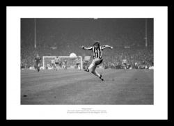 Malcolm Macdonald ''Supermac'' Newcastle United 1974 Photo Memorabilia